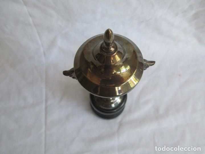 Coleccionismo deportivo: Copa trofeo El Corte Inglés 1966 Concurso infantil de pesca Montero pescador - Foto 4 - 125203419
