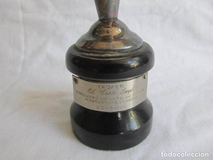 Coleccionismo deportivo: Copa trofeo El Corte Inglés 1966 Concurso infantil de pesca Montero pescador - Foto 7 - 125203419