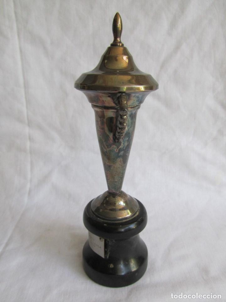 Coleccionismo deportivo: Copa trofeo El Corte Inglés 1966 Concurso infantil de pesca Montero pescador - Foto 8 - 125203419