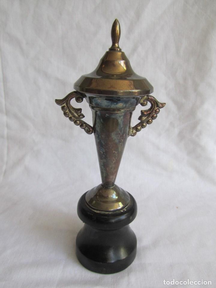 Coleccionismo deportivo: Copa trofeo El Corte Inglés 1966 Concurso infantil de pesca Montero pescador - Foto 9 - 125203419