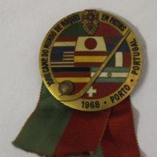 Coleccionismo deportivo: INSIGNIA XVIII CAMPEONATO DEL MUNDO DE HOQUEI SOBRE PATINES EN PORTUGAL 1968. Lote 128920031