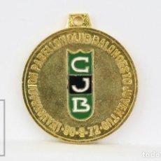 Coleccionismo deportivo: MEDALLA DEPORTIVA INAUGURACIÓN PABELLÓN CLUB BALONCESTO JUVENTUD / JOVENTUT BADALONA /CJB - AÑO 1972. Lote 130488926
