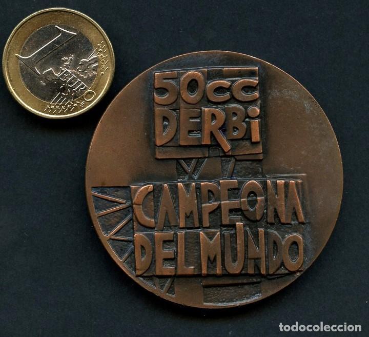 Coleccionismo deportivo: MOTOCICLISMO, MEDALLA, DERBI, CAMPEONA DEL MUNDO, G.P. 50 CC - Foto 2 - 132177850