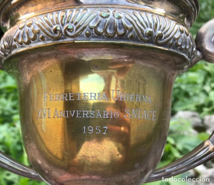 Coleccionismo deportivo: Gran trofeo Ferreteria Ubierna (Santander) - XVI Aniversario Sniace - Torrelavega - Año 1957 - Foto 3 - 132749290