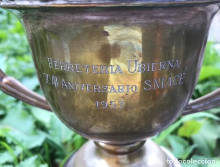 Coleccionismo deportivo: Gran trofeo Ferreteria Ubierna (Santander) - XVI Aniversario Sniace - Torrelavega - Año 1957 - Foto 4 - 132749290