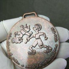 Coleccionismo deportivo: MEDALLA CATALANA COBI MERCE, MARISCAL, VOLUNTARIS PER BARCELONA. 1986 - 1996. DE METAL, 5.5 CM. . Lote 133606226