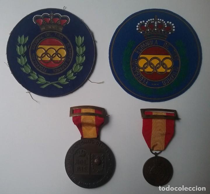 TIRO OLÍMPICO FEDERACIÓN ESPAÑOLA LOTE MEDALLA PARCHE AÑOS '70 (Coleccionismo Deportivo - Medallas, Monedas y Trofeos - Otros deportes)