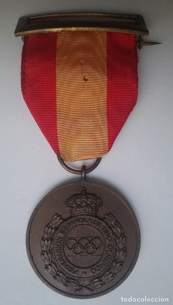 Coleccionismo deportivo: TIRO OLÍMPICO FEDERACIÓN ESPAÑOLA LOTE MEDALLA PARCHE AÑOS '70 - Foto 5 - 134149694