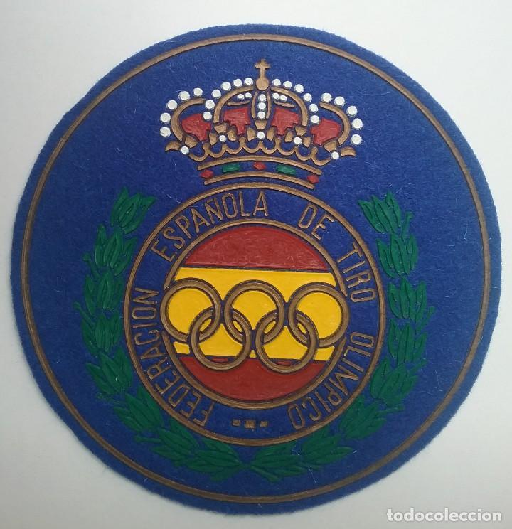 Coleccionismo deportivo: TIRO OLÍMPICO FEDERACIÓN ESPAÑOLA LOTE MEDALLA PARCHE AÑOS '70 - Foto 6 - 134149694