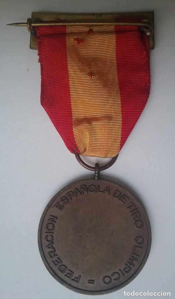 Coleccionismo deportivo: TIRO OLÍMPICO FEDERACIÓN ESPAÑOLA LOTE MEDALLA PARCHE AÑOS '70 - Foto 7 - 134149694