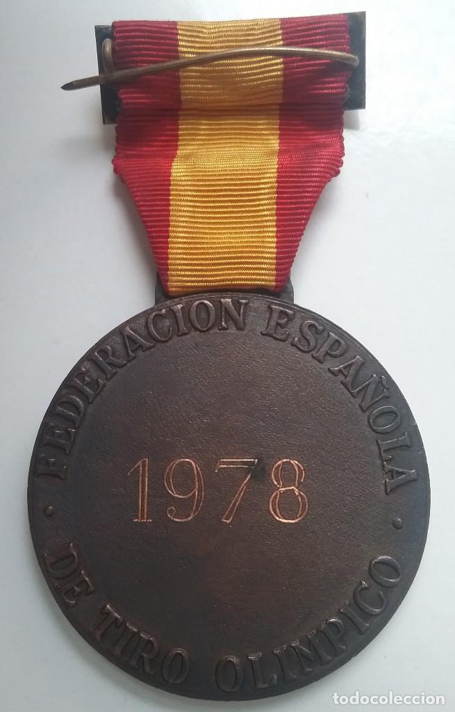 Coleccionismo deportivo: TIRO OLÍMPICO FEDERACIÓN ESPAÑOLA LOTE MEDALLA PARCHE AÑOS '70 - Foto 8 - 134149694