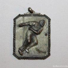 Coleccionismo deportivo: MEDALLA COLGANTE ANTIGUA DE PELOTA VASCA PELOTARI. SIN PERSONALIZAR. Lote 135433406