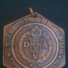 Coleccionismo deportivo: MEDALLA MEDALLÓN DE ATLETISMO. MARATON CIUDAD DE VALLADOLID AÑO 1993. Lote 135626242