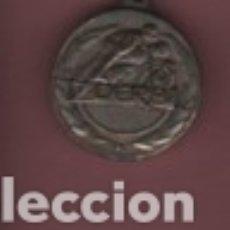 Coleccionismo deportivo: MEDALLA DE LA MOTO MOTOCICLETA DERBI - CAMPEONA DEL MUNDO 50 CC.. Lote 140722698
