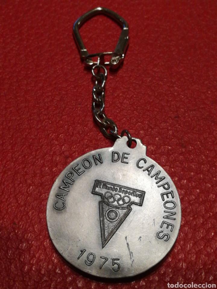 Coleccionismo deportivo: LLAVERO JOAQUÍN BLUME- MEJOR DEPORTISTA 1956-57, CAMPEÓN DE CAMPEONES,1975. MUNDO DEPORTIVO. - Foto 3 - 146587193