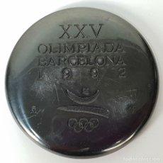 Coleccionismo deportivo: PAREJA DE MEDALLAS CONMEMORATIVAS DE LOS JUEGOS OLÍMPICOS DE BARCELONA 92. ESPAÑA 1992. Lote 148447690