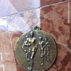Coleccionismo deportivo: MEDALLA CONMEMORATIVA DE ATLETISMO 5,5CM DIÁMETRO.. Lote 148549102