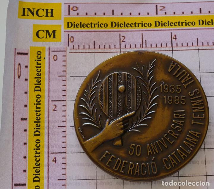 MEDALLA MEDALLÓN DE PING PONG TENIS DE MESA. 1935 1985 FEDERACIÓN CATALANA. 70GR (Coleccionismo Deportivo - Medallas, Monedas y Trofeos - Otros deportes)