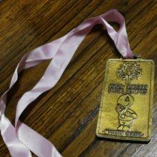 Coleccionismo deportivo: MEDALLA JUEGOS SPECIAL OLYMPICS- CARLOTA, MASCOTA OFICIAL.10X5 CM.. Lote 150950390