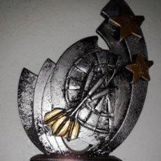 Coleccionismo deportivo: COPA TROFEO DE DARDOS 3º CAPITÁN INVITADO CALP CALPE DART LEAGUE 2012 13 DIANA ESTRELLAS 15 CM ALTO. Lote 152481158