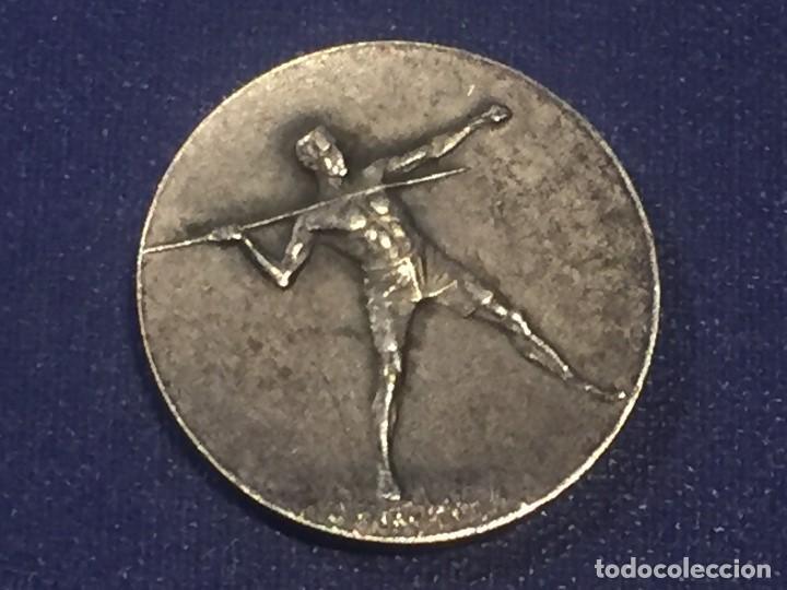 MEDALLA METAL PLATEADO AÑOS 20 30 HUGUENIN JABALINA ATLETISMO FRANCIA SUIZA 29MM (Coleccionismo Deportivo - Medallas, Monedas y Trofeos - Otros deportes)