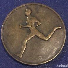 Coleccionismo deportivo: MEDALLA METAL BRONCE AÑOS 30 1934 HUGUENIN CARRERA BOSQUE ATLETISMO FRANCIA SUIZA 29MM. Lote 156565114