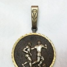 Coleccionismo deportivo: GRAN MEDALLA DE FUTBOL SUBCAMPEÓN COPA SENIOR CLUB PINEDA SEVILLA 83. Lote 159432174