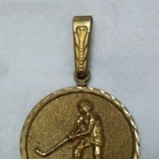 Coleccionismo deportivo: GRAN MEDALLA HOCKEY EXCM DIPUTACION PROV DE HUELVA INAUGURACION POLIDEPORTIVO LAS AMERICAS 1981. Lote 159432820