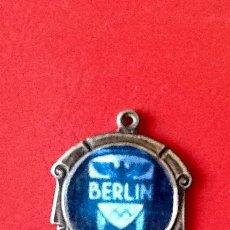 Coleccionismo deportivo: OLIMPIADA DE BERLIN. MEDALLA CONMEMORATIVA.. EL ENVIO ESTA INCLUIDO EN EL PRECIO.. Lote 164058758