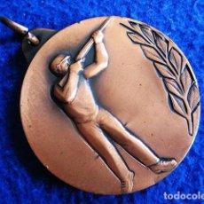 Coleccionismo deportivo: MEDALLA DEPORTIVA EN LA MODALIDAD DE TIRO AL PLATO. TAMAÑO 50 MM. DIÁMETRO. Lote 164231662