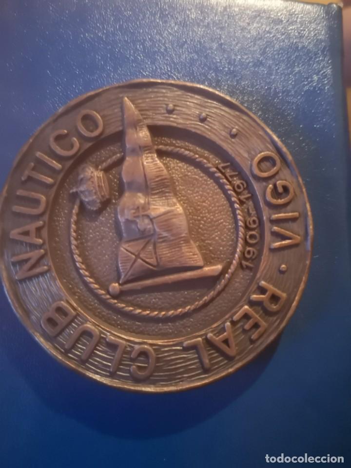 MEDALLA XX CAMPEONATO ESPAÑA NATACIÓN INVIERNO VIGO 1977 (Coleccionismo Deportivo - Medallas, Monedas y Trofeos - Otros deportes)