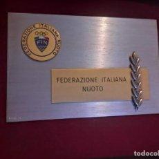 Coleccionismo deportivo: PLACA FEDERACIÓN ITALIANA DE NATACIÓN (BERTONI MILANO) . Lote 167623348