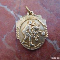 Coleccionismo deportivo: MEDALLA DE PLATA DORADA AÑO 1944 VICE CAMPEÓN CHILENO ANTIGUA BALONCESTO . Lote 168837108