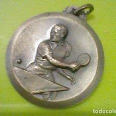 Coleccionismo deportivo: PING PONG PIN PON TENIS MESA MEDALLA AÑOS 60 APROX . Lote 169709560