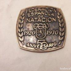 Coleccionismo deportivo: MEDALLA FEN FEDERACIÓN ESPAÑOLA DE NATACIÓN 50 ANIVERSARIO 1920/1970. Lote 171823949