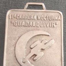 Coleccionismo deportivo: MEDALLA 11 CARRERA NOCTURNA GUADALQUIVIR SEVILLA 1999. Lote 172281045