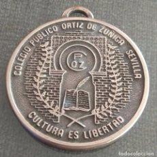 Coleccionismo deportivo: MEDALLA COLEGIO PUBLICO ORTIZ DE ZUÑIGA SEVILLA. Lote 172281674