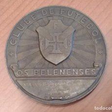 Coleccionismo deportivo: RARISIMA MEDALLA OS BELENENSES DEDICADA AL CLUB NATACIÓN SEVILLA TENIS DE MESA (1958). Lote 173879244