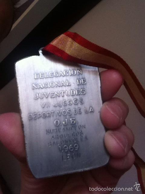 Coleccionismo deportivo: VII JUEGOS DEPORTIVOS. O.J.E. 1969 Subcampeón balonvolea LEÓN - Foto 2 - 174592377
