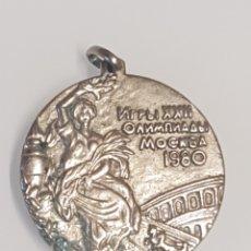 Coleccionismo deportivo: MEDALLA CONMEMORATIVA OLIMPIADAS DE MOSCÚ 1980 COLOR PLATA. Lote 178051602