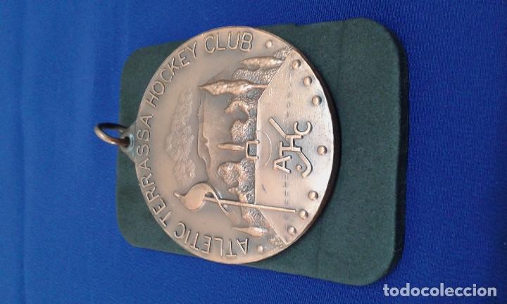 MEDALLA ATLETICO TERRASA HOCKEY CLUB 22 COPA DE EUROPA (Coleccionismo Deportivo - Medallas, Monedas y Trofeos - Otros deportes)