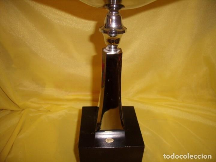 Coleccionismo deportivo: Trofeo acero inoxidable 18/8 de Reinox, años 80, pie de madera, Nuevo sin usar. - Foto 3 - 182957517