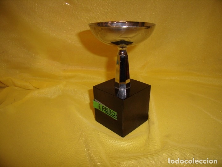 Coleccionismo deportivo: Trofeo acero inoxidable 18/8 de Reinox, años 80, pie de madera, Nuevo sin usar. - Foto 4 - 182961161