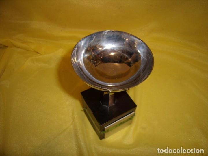 Coleccionismo deportivo: Trofeo acero inoxidable 18/8 de Reinox, años 80, pie de madera, Nuevo sin usar. - Foto 6 - 182961161