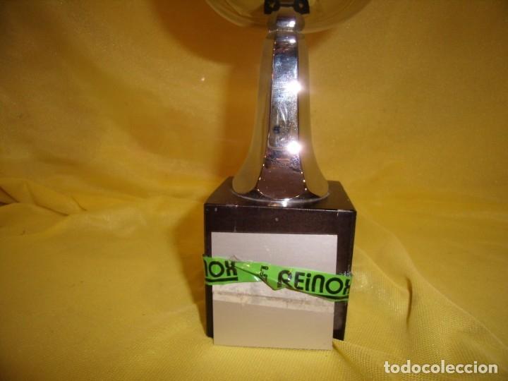 Coleccionismo deportivo: Trofeo acero inoxidable 18/8 de Reinox, años 80, pie de madera, Nuevo sin usar. - Foto 3 - 182961386