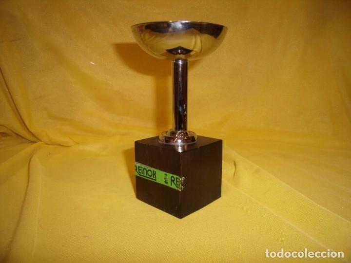 Coleccionismo deportivo: Trofeo acero inoxidable 18/8 de Reinox, años 80, pie de madera, Nuevo sin usar. - Foto 4 - 182961782