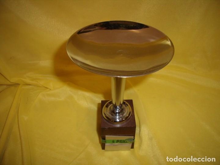 Coleccionismo deportivo: Trofeo acero inoxidable 18/8 de Reinox, años 80, pie de plastico, Nuevo sin usar. - Foto 2 - 182962038