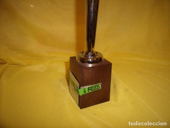 Coleccionismo deportivo: Trofeo acero inoxidable 18/8 de Reinox, años 80, pie de plastico, Nuevo sin usar. - Foto 4 - 182962038