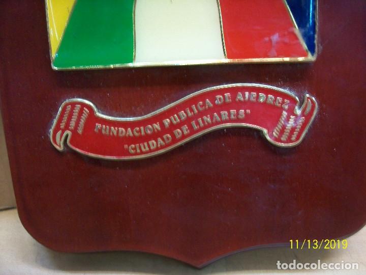 Coleccionismo deportivo: METOPA DE XVI TORNEO INTERNACIONAL DE AJEDREZ CIUDAD DE LINARES-CATEGORIA XX- - Foto 3 - 183195315