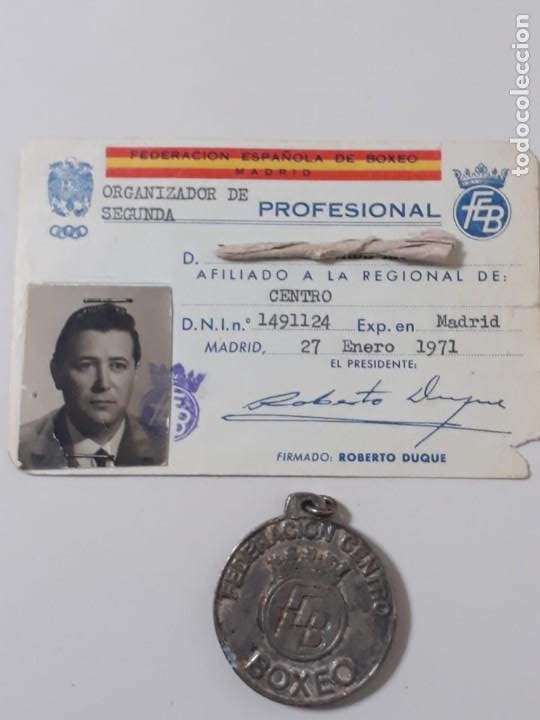 LOTE DE MEDALLA CON CARNET DE BOXEADOR (Coleccionismo Deportivo - Medallas, Monedas y Trofeos - Otros deportes)